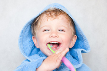 Aprendiendo a cepillarse los dientes